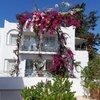 Отель в виде симпатичных бунгало в греческом стиле