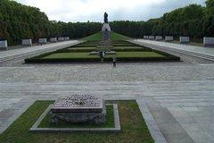 Монумент Воину-освободителю в Трептов-парке
