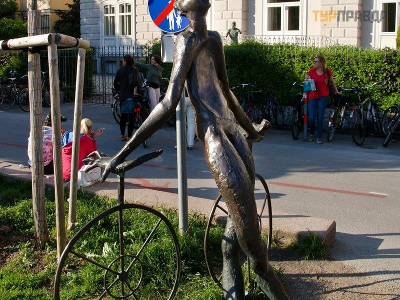 Памятник велосипедисту